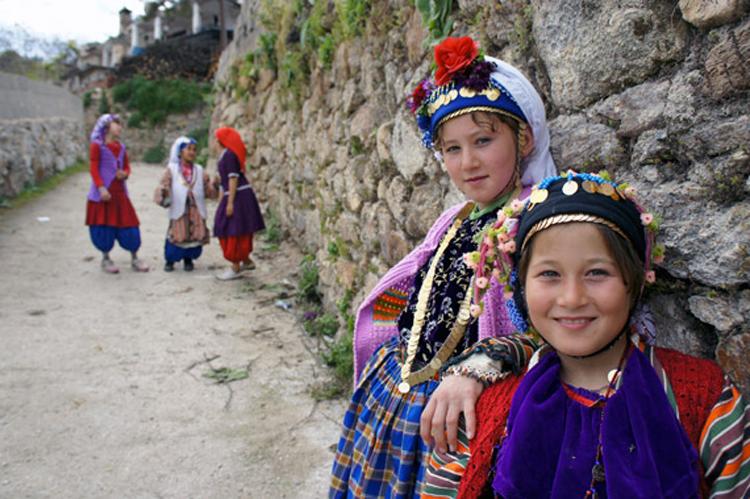 Muğla'nın Milas ilçesi köylerinden Çomakdağ Köyü çocukları